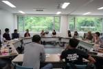 ATN 참가자들이 함께 논의하고 있다