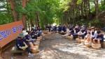 행사 참가자들은 맨발걷기 후에 한방 족욕을 즐길 수 있다