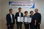 한국어린이집총연합회가 루미레즈코리아와 협약식을 갖고 기념촬영을 하고 있다