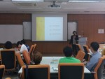 참가자들이 제2기 지역 민주주의 현장탐방 해설사양성과정 수업을 듣고 있다