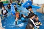 이룸마을학교 여름캠프에서 물놀이를 즐기는 어린이들