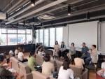 성수동 헤이그라운드에서 열린 임팩트커리어W 설명회에서 채용 기업 대표들이 직무를 소개하고 있다