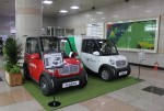 도로교통공단 서울지부 1층 로비에 전시되어 있는 마스타자동차의 초소형 친환경 전기차량 2종