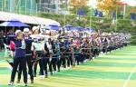 현대자동차 정몽구배 한국양궁대회 2019의 예선전에 출전한 선수들이 과녁을 향해 활을 당기고 있다
