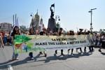 블라디보스톡 호랑이축제 퍼레이드에 참가하고 있는 한국범보전기금 회원들, 사진제공: 러시아 표범의 땅 국립공원