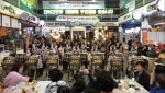 경기도 최북단 전통시장에서 지역 최고의 관광명소로 거듭나고 있는 문산자유시장에서 상인동아리가 DMZ난타 공연을 펼치고 있다