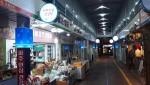 시장 환경 개선 사업을 통해 달라진 점포 간판 및 아케이드 기둥 조명
