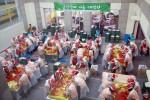 복지관 중정에서 진행되고 있는 김장산타 나눔 대작전