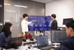 SK텔레콤 개발자들이 메타트론 그랜드뷰의 관제 화면을 점검하고 있다