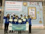 STEM Design Asia Invitation Tournament에서 수상한 한국 대표팀이 기념촬영을 하고 있다 #7420팀(초등 부문, 서인선 코치, 박해원(NLCS Jeju