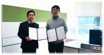 왼쪽부터 고유성 마크포지드 코리아 영업총괄 이사, 김석호 창원대 지역선도연구센터장이 양해각서 체결 후 기념촬영을 하고 있다