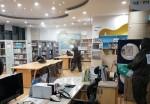 봉담도서관 어린이자료실에서 방역 작업을 하고 있다.
