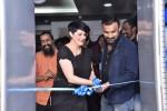PTW가 방갈로르에 새로운 인도 플래그십 스튜디오를 열었습니다. 왼쪽부터: Sijo Jose 북미 및 인도 지역 총괄사장, Deborah Kirkham, CEO, Kasturi R