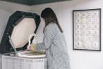 까사미아에서 신당창작아케이드에 후원한 새 전기 가마를 사용 중인 한정은 도예 작가