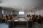 김포대학교 관계자들이 디지털 플랫폼 활용을 통한 실시간 원격교육 시연과 회의를 진행하고 있다