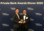 왼쪽부터 송태훈 KB국민은행 뉴욕지점장과 조셉 지아라푸토 글로벌파이낸스 발행인 겸 편집장이 Best Private Bank Awards 2020 시상식을 갖고 기념촬영을 하고 있다