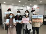 대구광역시 가정위탁지원센터 직원들이 '마스크 후원 감사합니다' 문구가 적힌 메시지를 들고 있다