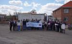 두리플러스가 글로벌쉐어와 연계해 몽골의 취약계층을 위해 기부한 의류를 전달하고 있다