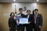 예스킨 류형준 대표(왼쪽에서 두 번째)가 아주대 글로벌제약임상대학원에 발전 기부금 1억원을 약정하고 기념 사진을 촬영하고 있다