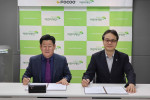 FOCOO 한국사업부 대표 이만교와 초록우산 어린이재단 남부본부 본부장 김유성이 국내외 아동지원사업을 위한 협약을 가졌다