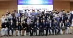 충남연구원(원장 윤황)은 24일 천안시청 대회의실에서 천안시와 공동으로 '포스트코로나 시대, 우리는 어떻게 대응할 것인가?'라는 주제로 정책개발 워크숍을 개최했다