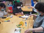 환경실천연합회 '시니어의 장난감 재활용 교육'을 통해 자원순환 교육 중인 시니어