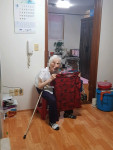 삼전종합사회복지관이 각 어르신 가정에 방문해 여름나기 지원 물품을 전달했다