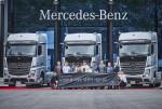 메르세데스-벤츠 '뉴 악트로스 Edition 1' 특별 한정 모델 출고식(뒷 줄 우측에서 세 번째, 다임러 트럭 코리아 조규상 대표이사)
