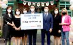 사랑의달팽이 조영운 사무국장(왼쪽에서 네번째), AG코퍼레이션 김병건대표(왼쪽에서 다섯번째), 장근석 공식 팬클럽 크리제이 임원진이 참석한 가운데 기부금 전달식 기념 촬영을 하고