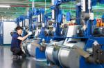 LS전선 직원이 전기차용 알루미늄 전선을 생산하고 있다
