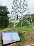 송전탑 작업 근로자의 안전을 지키는 스마트 안전 기술 시연 모습