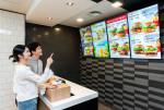삼성전자가 맥도날드 고양삼송DT점에 공급한 스마트 사이니지