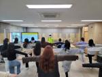 경복대학교 의료미용과 학생들이 밸런스워킹PT다이어트지도사 자격 과정 교육에 참여하고 있다