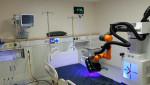 유버의 자외선 살균 로봇이 코로나19 확진자가 머물렀던 중환자실을 소독하고 있다