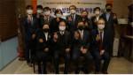 장애인기업종합지원센터와 한국피해자지원협회가 공동협력 업무 협약식(MOU)을 개최하고 관계자들이 기념 촬영을 하고 있다