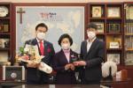 왼쪽부터 장수산업 최창환 회장, 장수산업 장순옥 부회장, 대한장애인지원재단 박우철 회장