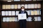 공단 신용도 이사장이 스테이 스트롱 캠페인에 참여해 코로나19 극복 메세지를 전달했다