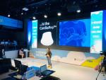 클라우디아 토엔즈(Claudia Toenz) 허트포스 코리아 대표가 '2020 K-스타트업 그랜드 챌린지' 데모 데이에서 자사 제품을 소개를 하고 있다