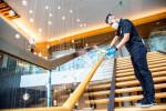 힐튼은 2020 년 6월 힐튼 호텔에 업계 최고의 청결 및 소독 표준을 제공하는 새로운 프로그램인 힐튼 클린스테이를 전 세계적으로 출시하기 시작했다