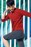 모델이 착용한 레드페이스 마크 스트레치 재킷