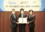 왼쪽부터 AWS 코리아 함기호 대표, 만도 WG 캠퍼스 오창훈 부사장, 메가존클라우드 이주완 대표(자료제공: 만도)