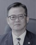 한국법무보호복지공단 유병선 사무총장이 제58회 법의 날을 맞아 출소자 재범방지에 대한 공로로 유공훈장을 수상했다