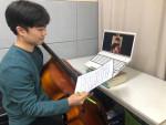 온라인 멘토링을 진행 중인 음악 전공 대학생 멘토와 멘티