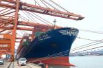 부산항에서 출항하는 6800TEU급 컨테이너선 HMM 상하이호가 수출기업들의 화물을 싣고 있다