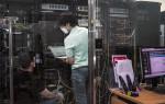 SK텔레콤 자회사인 IDQ 연구원들이 IDQ연구소에서 양자암호통신기술을 네트워크 인프라에 적용하기 위한 연구를 수행하고 있다