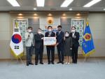 전라남도 영세 아동·청소년을 위한 냉방기 지원식에서 참가자들이 기념 촬영을 하고 있다