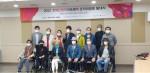 2021 장애인창작아트페어 조직위원회 발대식에서 기념 촬영을 하고 있다