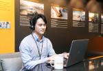 콘티넨탈 코리아 직원이 온라인으로 진행되는 2021 러닝 아카데미에 참여해 실무 역량 및 리더십 향상을 위한 교육을 수강하고 있다