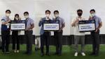 수상팀들이 코맥스벤처러스 변우석 대표와 기념 촬영을 하고 있다.(왼쪽부터 인기상 옥타코, 우수상 테이텀, 최우수상 쏘마)