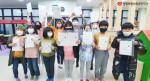 푸른자리 지역아동센터 아이들이 전국한자능력검정시험에서 우수한 성적으로 7급 자격증을 수료한 뒤 기념 촬영을 하고 있다